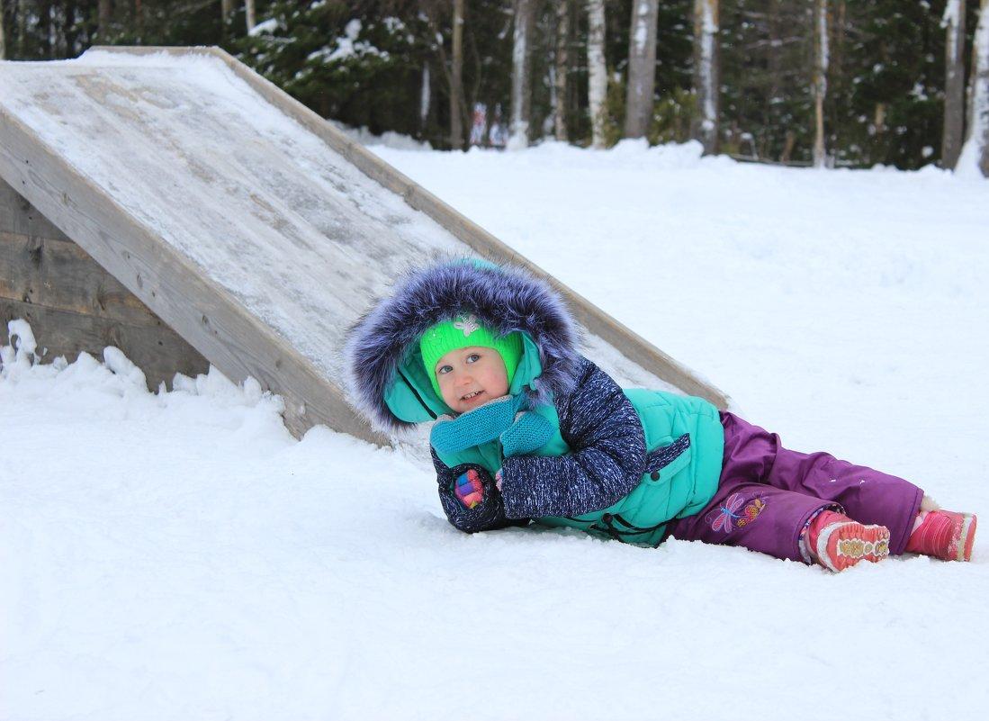 Снежная горка из дерева