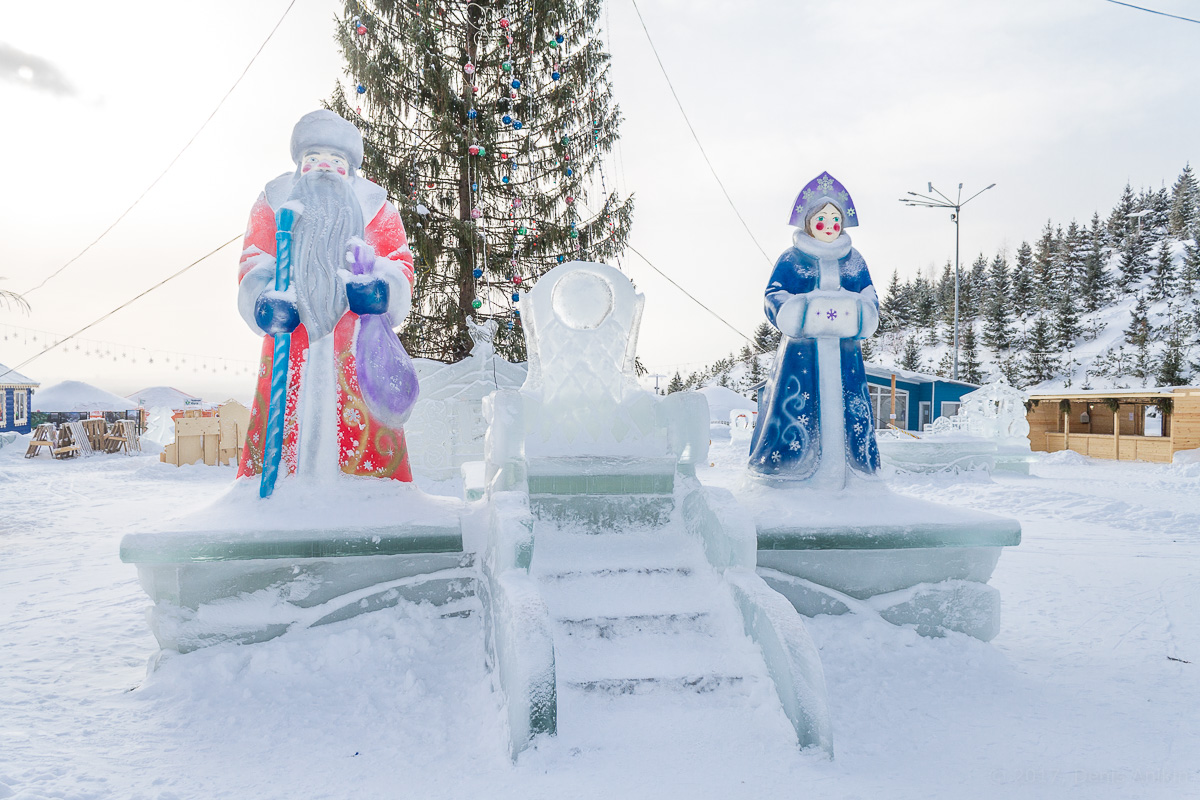Снежная горка с фигурами