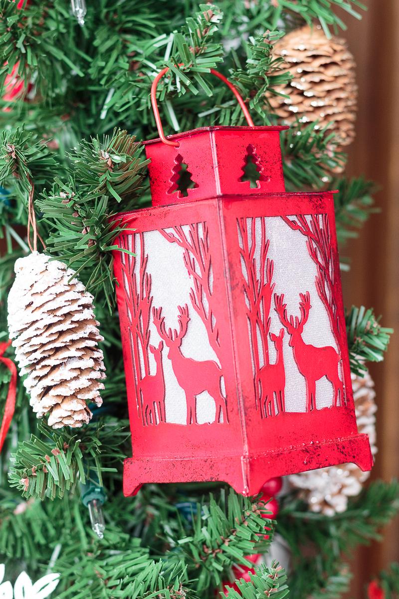 Фонарик на новогодней двери