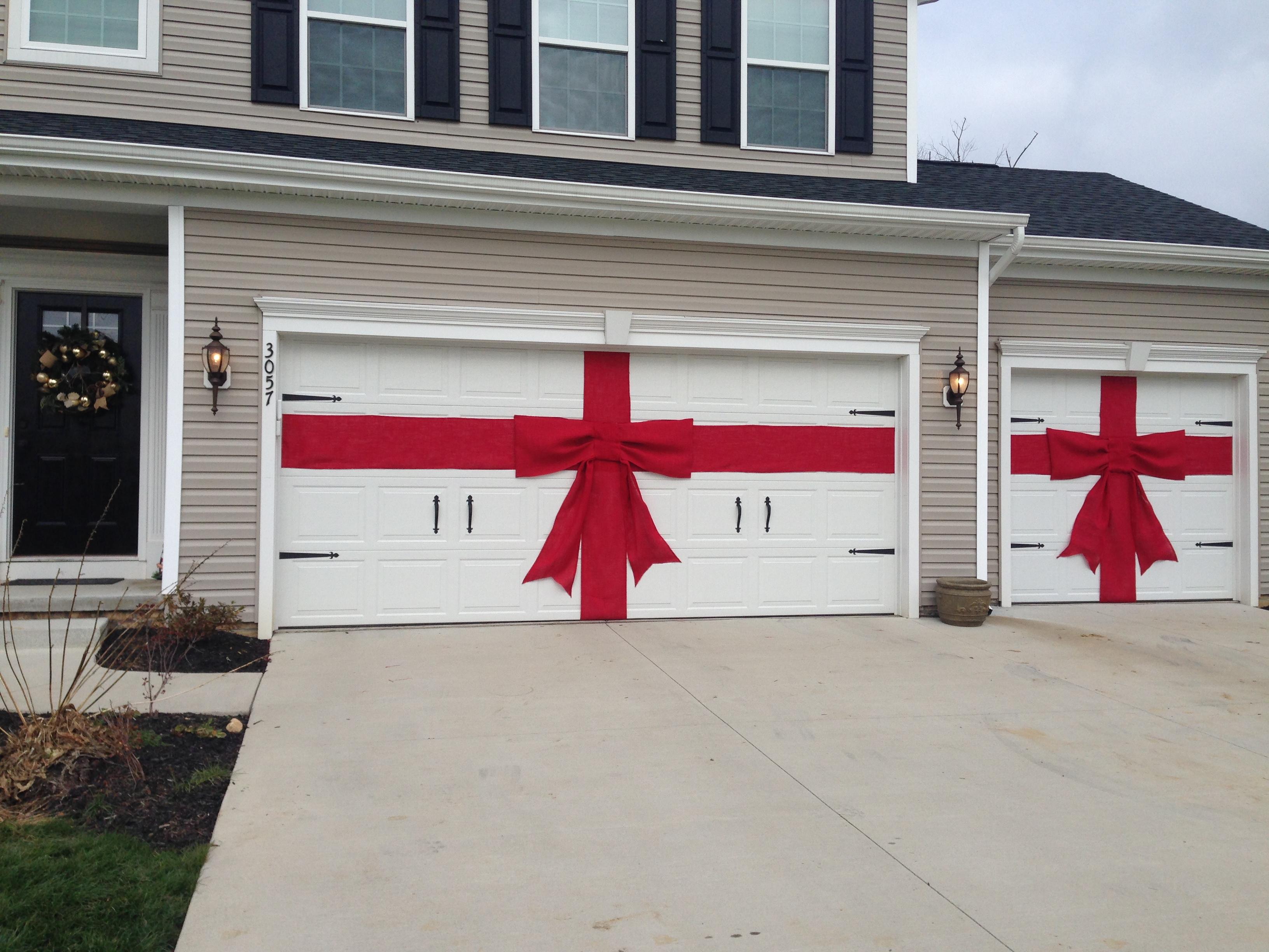 Украшение гаражных ворот на новый год