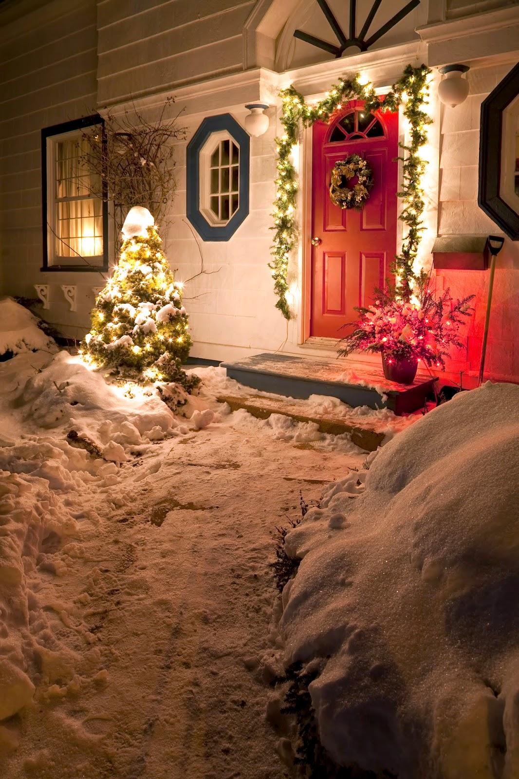Новогодняя гирлянда на двери