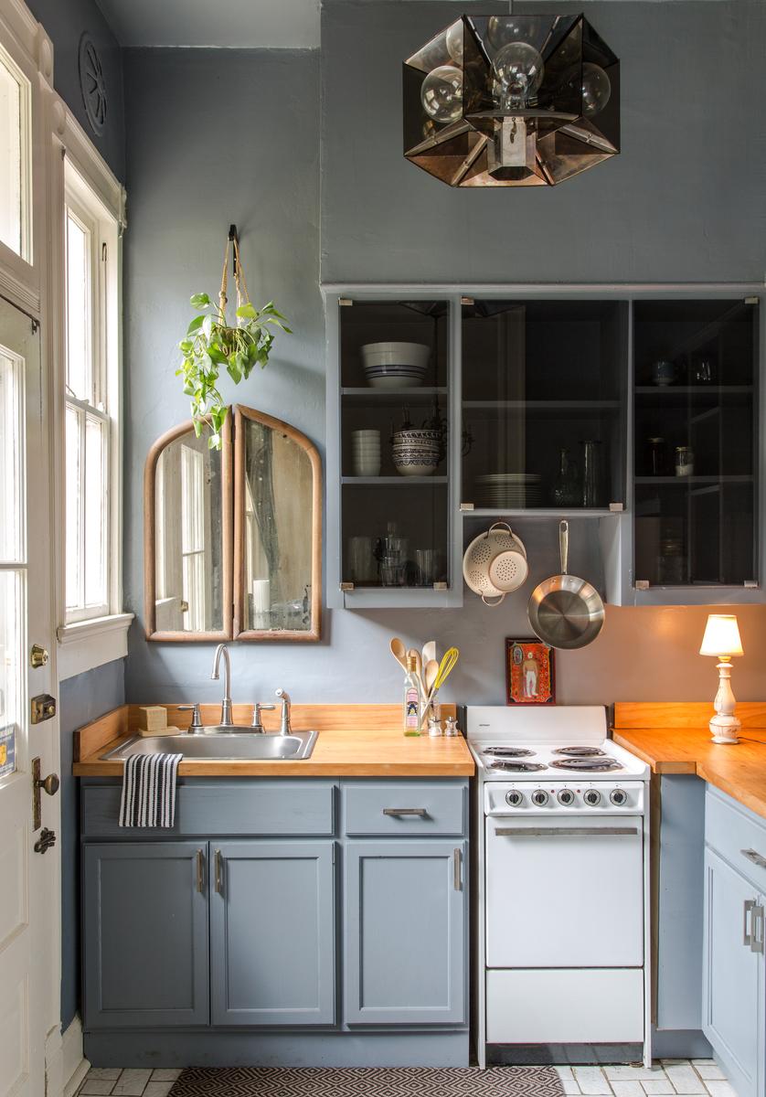 Кухня 6 кв м голубая