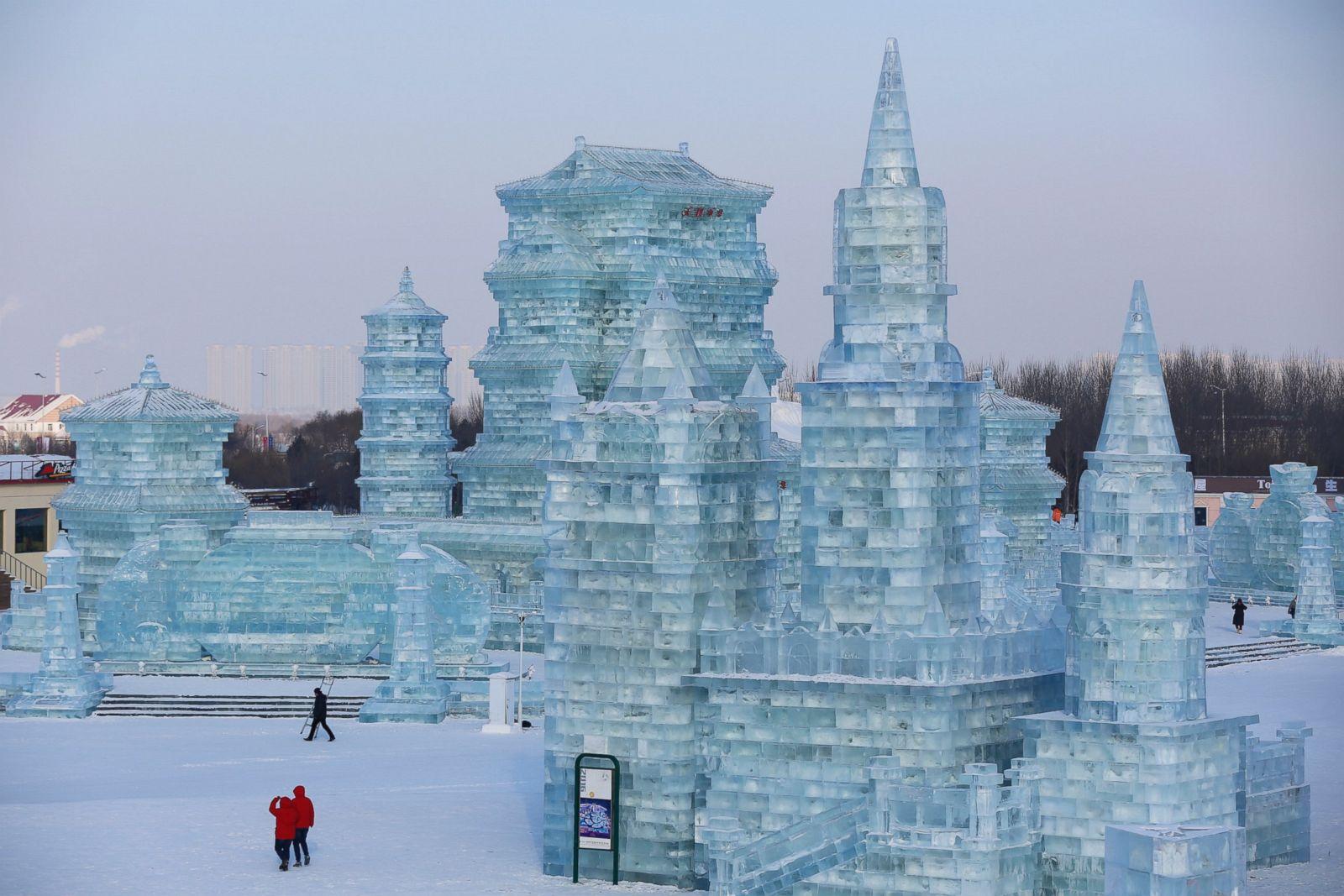 Снежная горка в городке