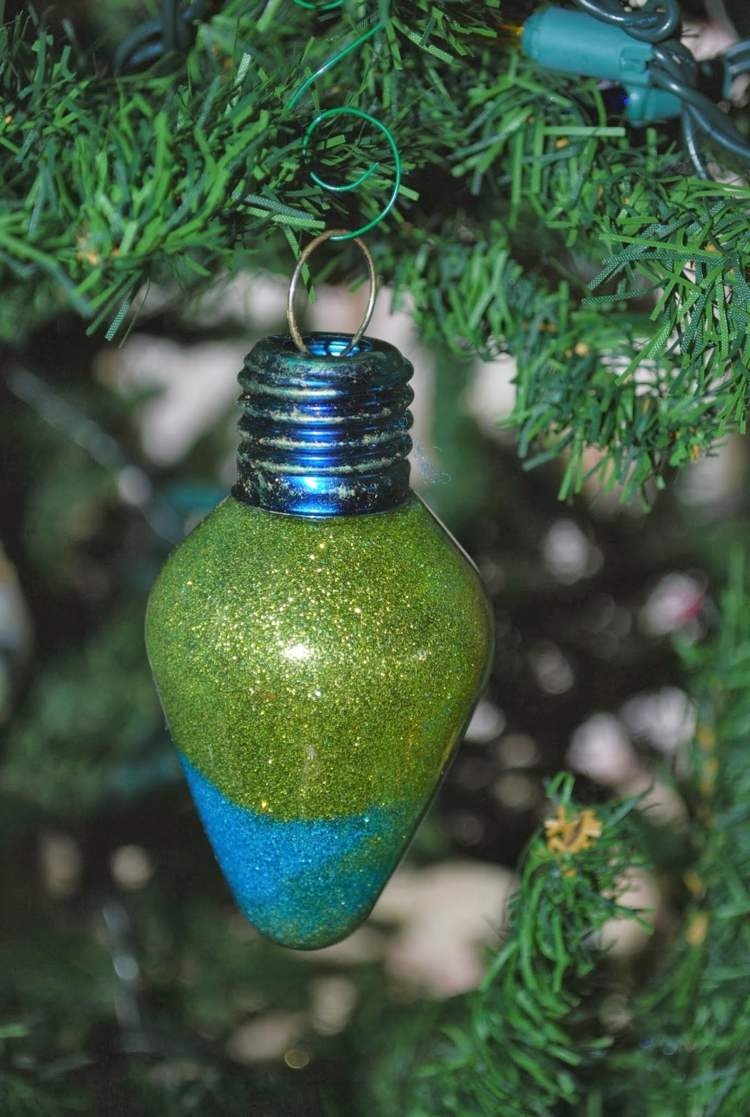 Елочные украшения из лампочки
