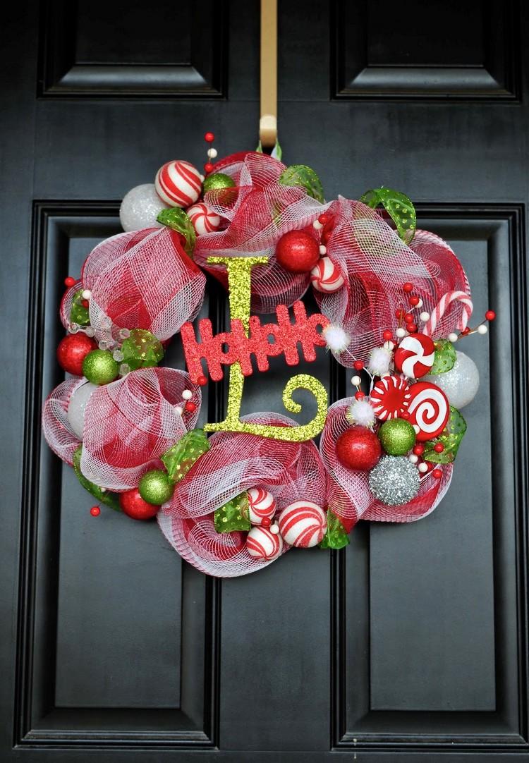 Украшение двери лентами на новый год