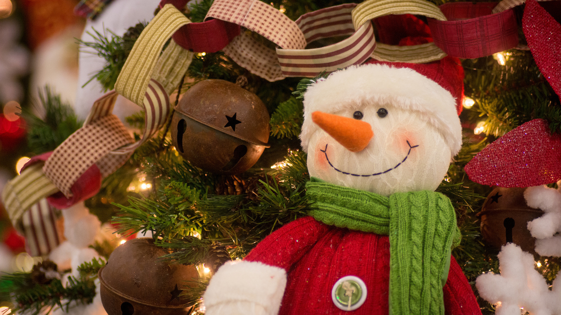 Как сделать снеговика новогоднего