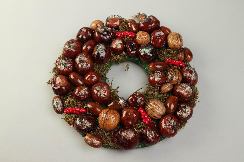Рождественский венок из ореха