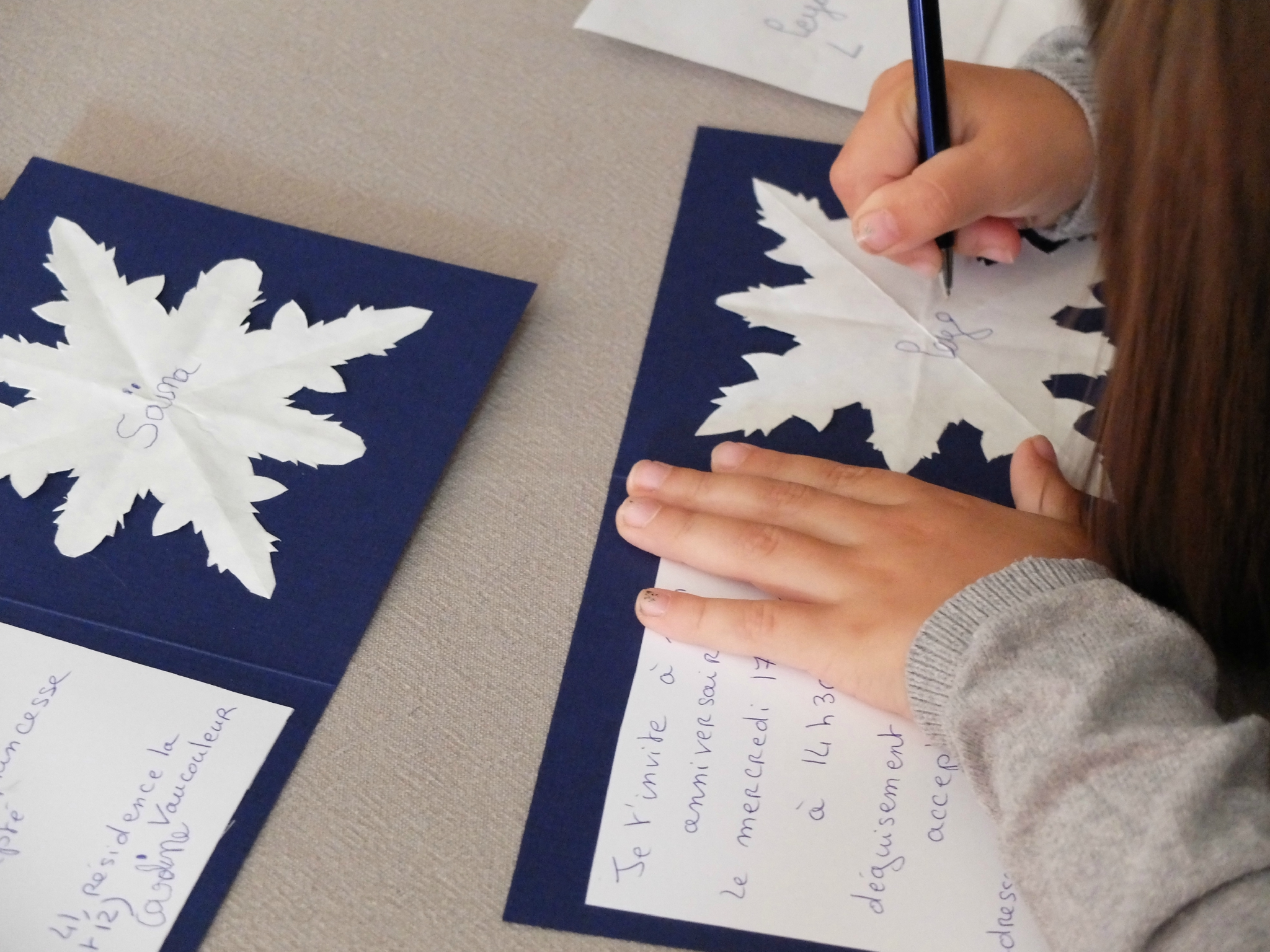 Бумажные снежинки на открытке