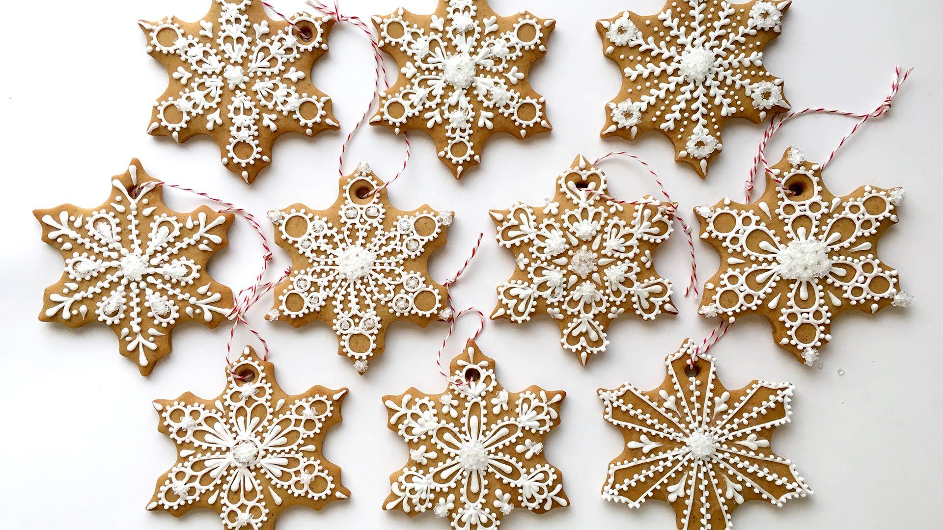 Печенье в виде снежинок