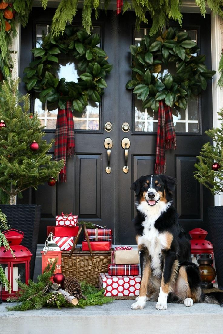 Украшение двери новогодними коробками