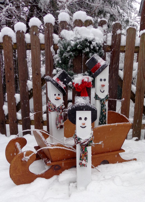 Как сделать снеговика из поленьев