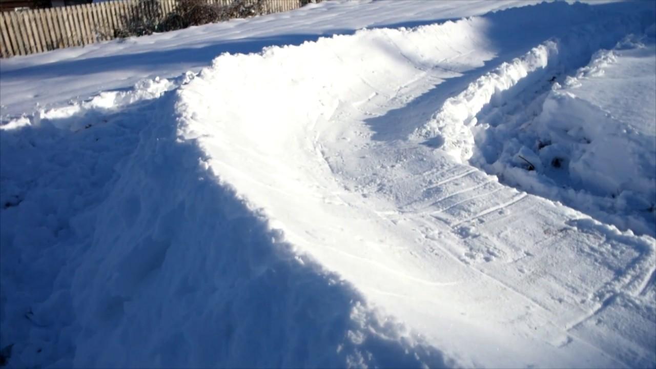 Снежная горка с поворотом