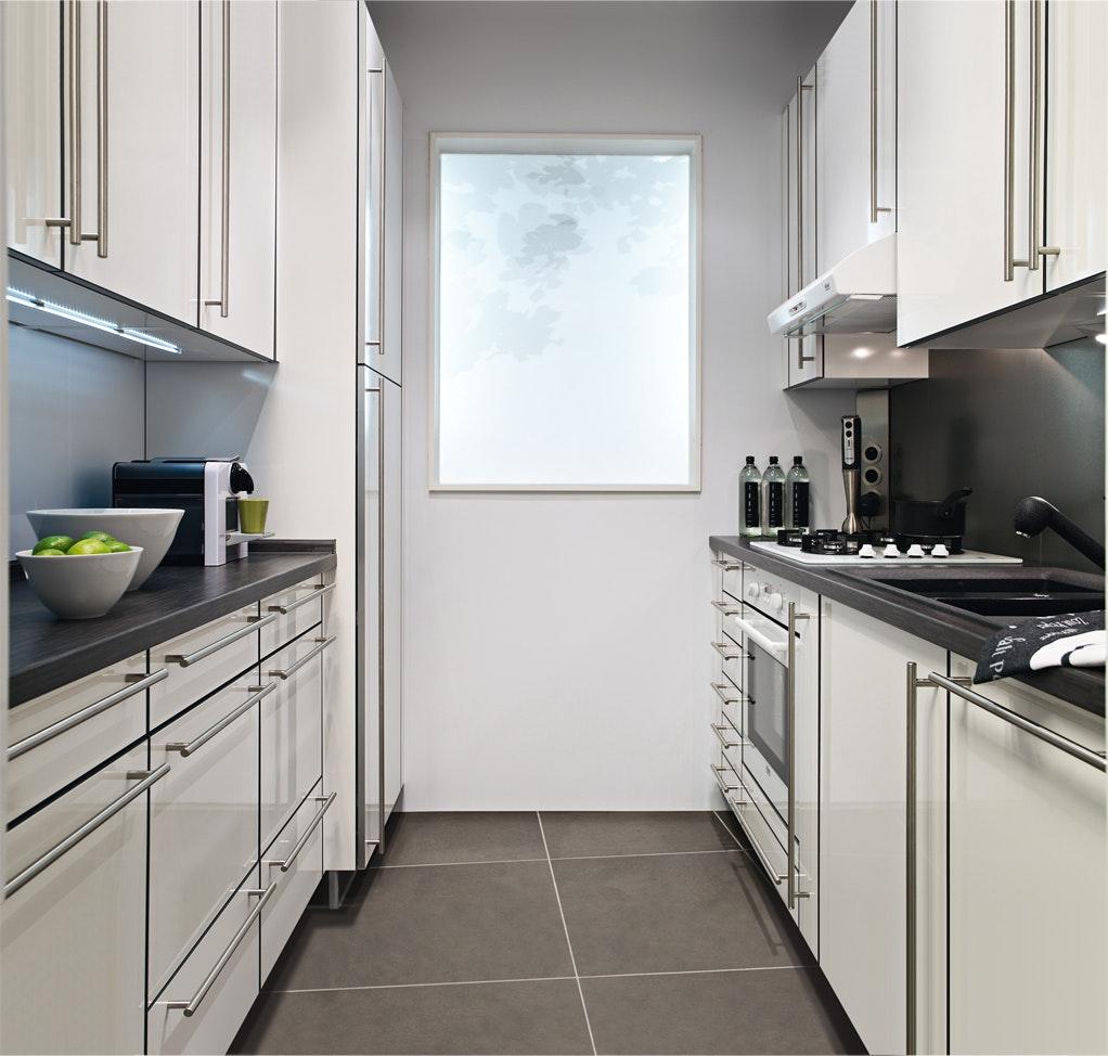 Кухня 6 кв м прямая