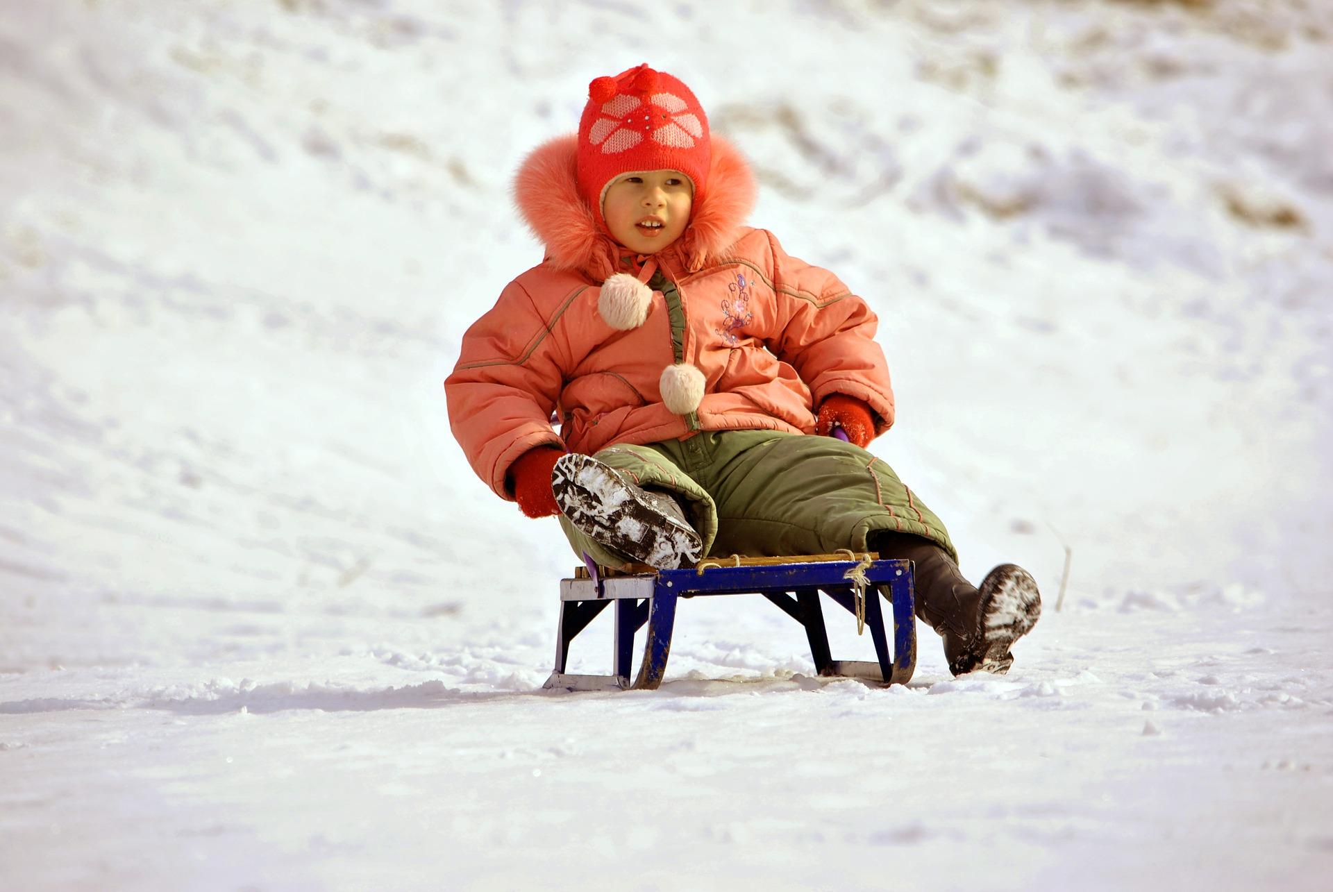 Снежная горка для ребенка