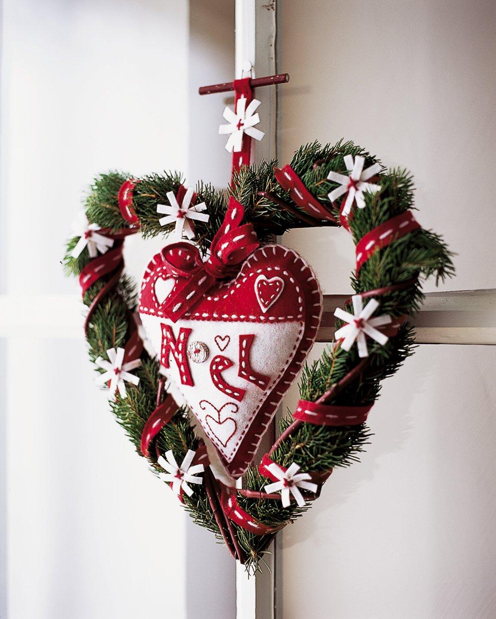 Рождественский венок в виде сердца