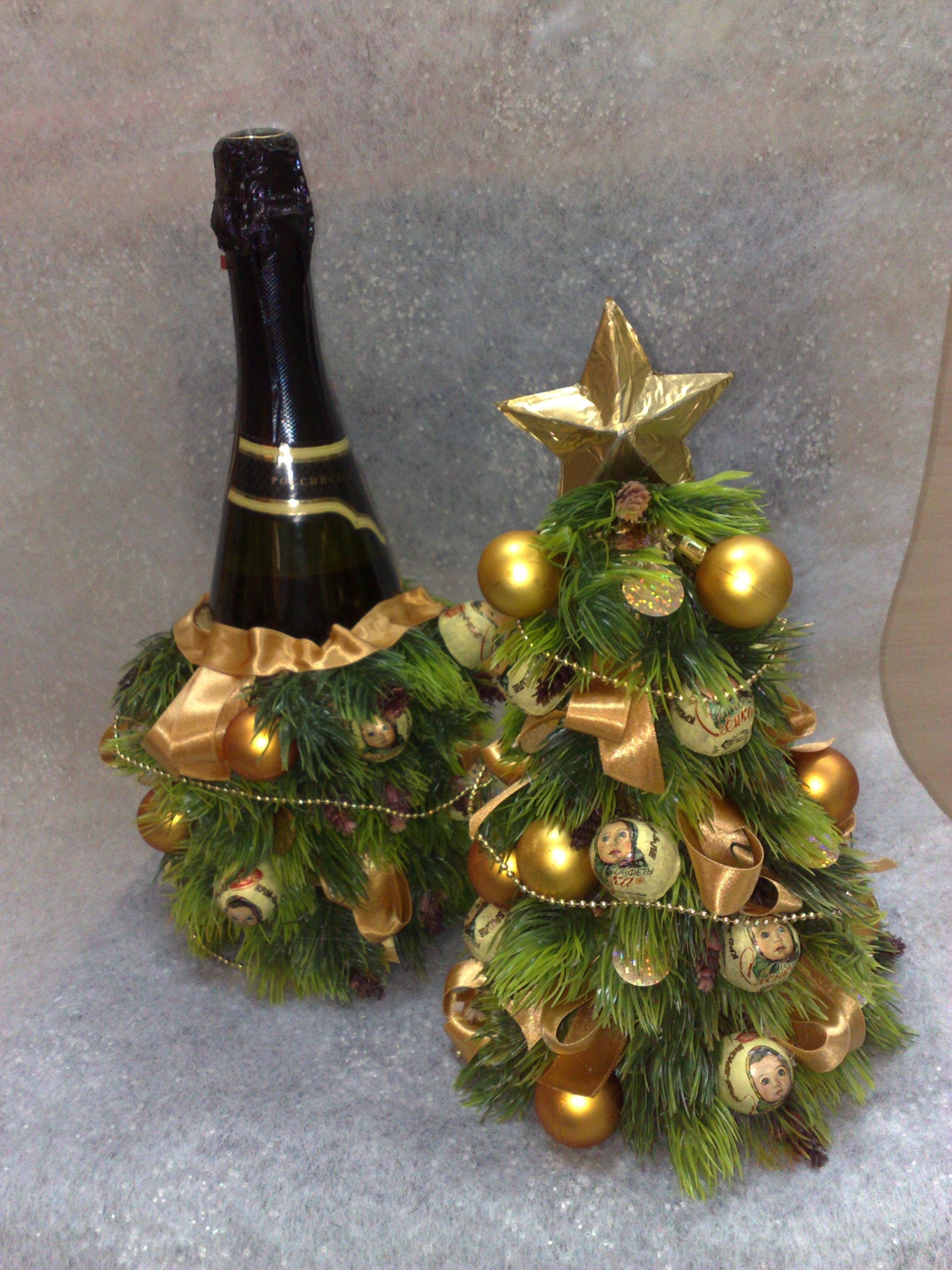 Новогодняя елка из шампанского