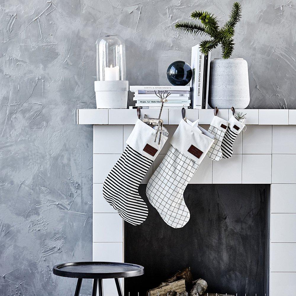 Новогодний камин из коробки в скандинавском стиле