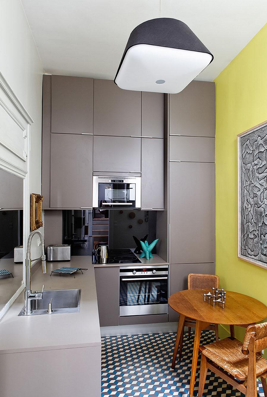 Кухня 6 кв м со шкафом до потолка