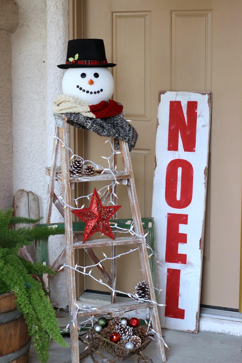 Снеговик в украшении