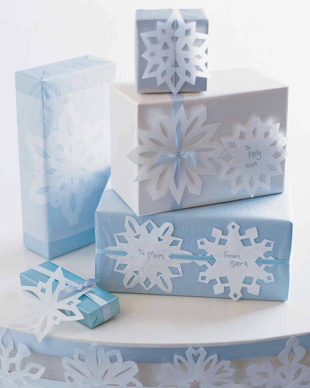 Снежинки из бумаги в украшении