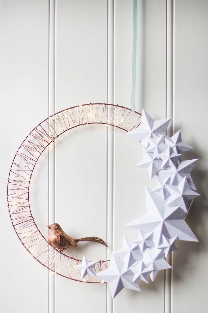 Венок из бумаги с птицей на новый год