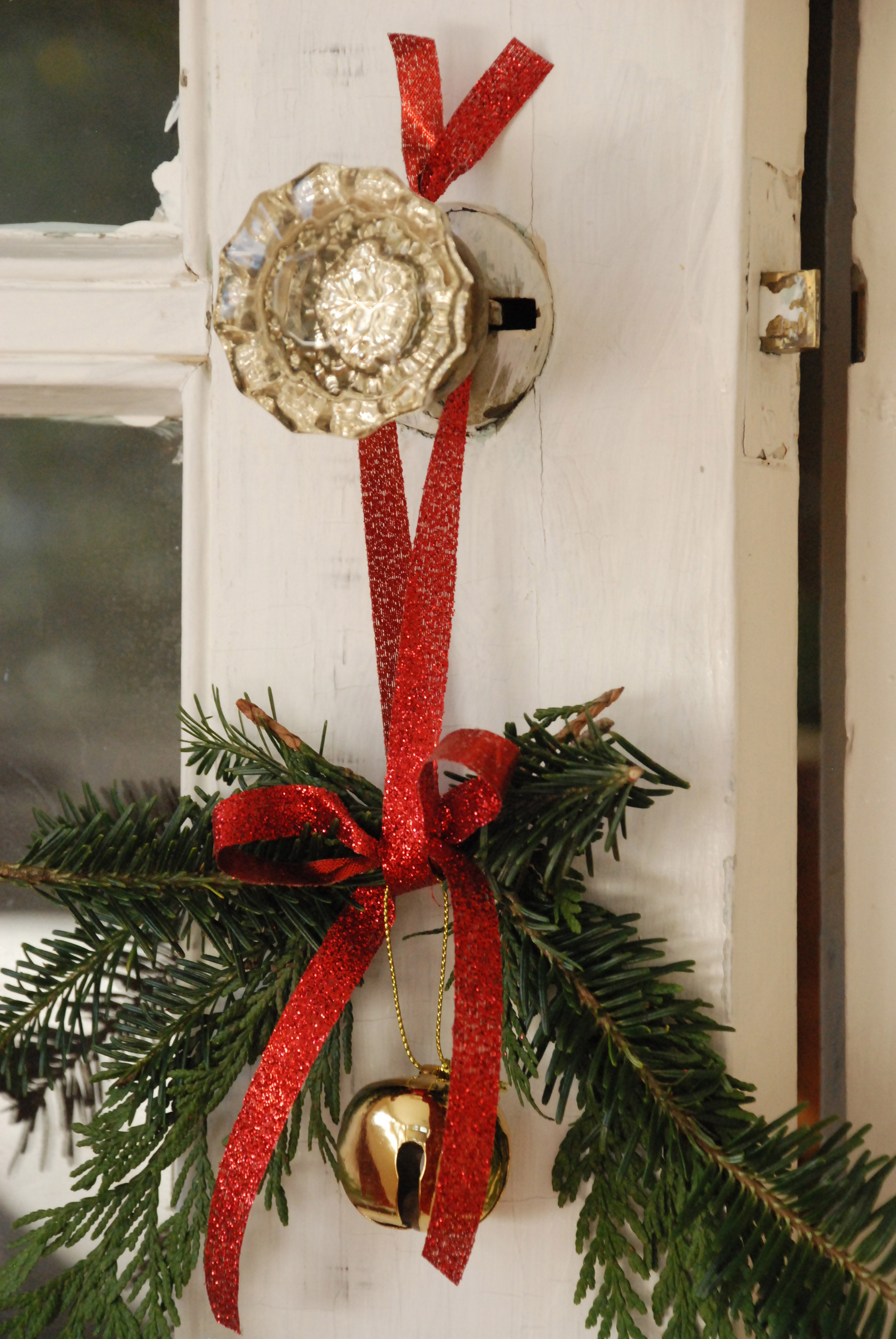 Украшение межкомнатной двери на новый год