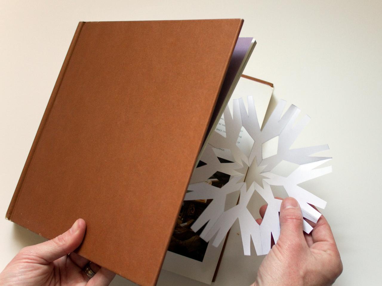 Выпрямление бумажных снежинок