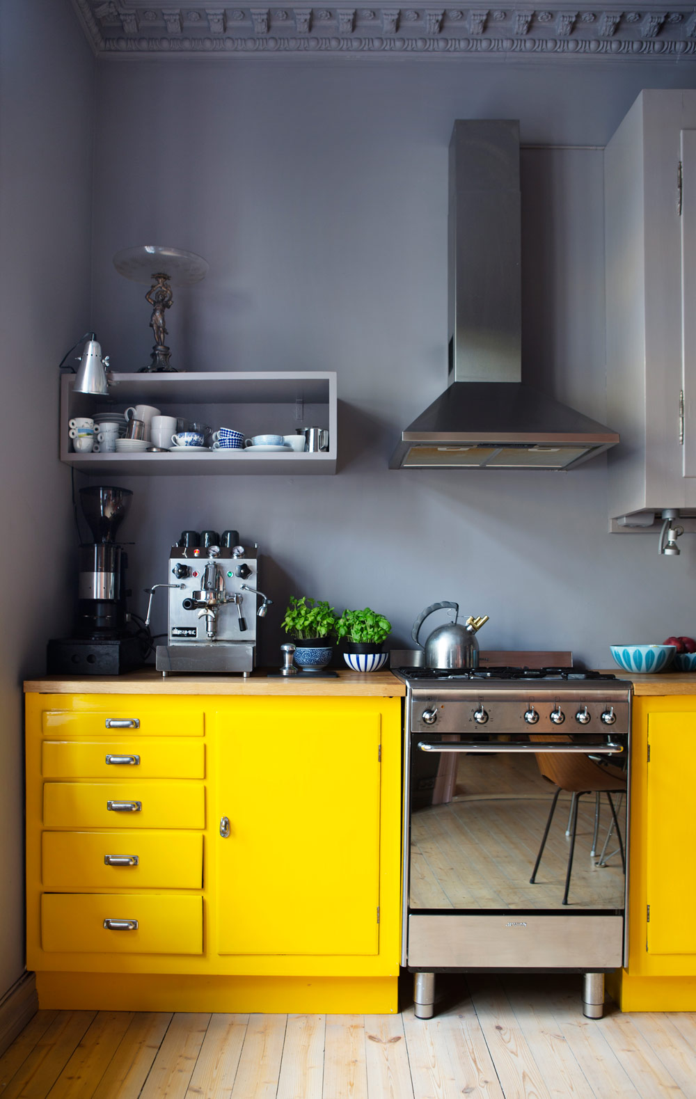 Кухня 6 кв м желтая