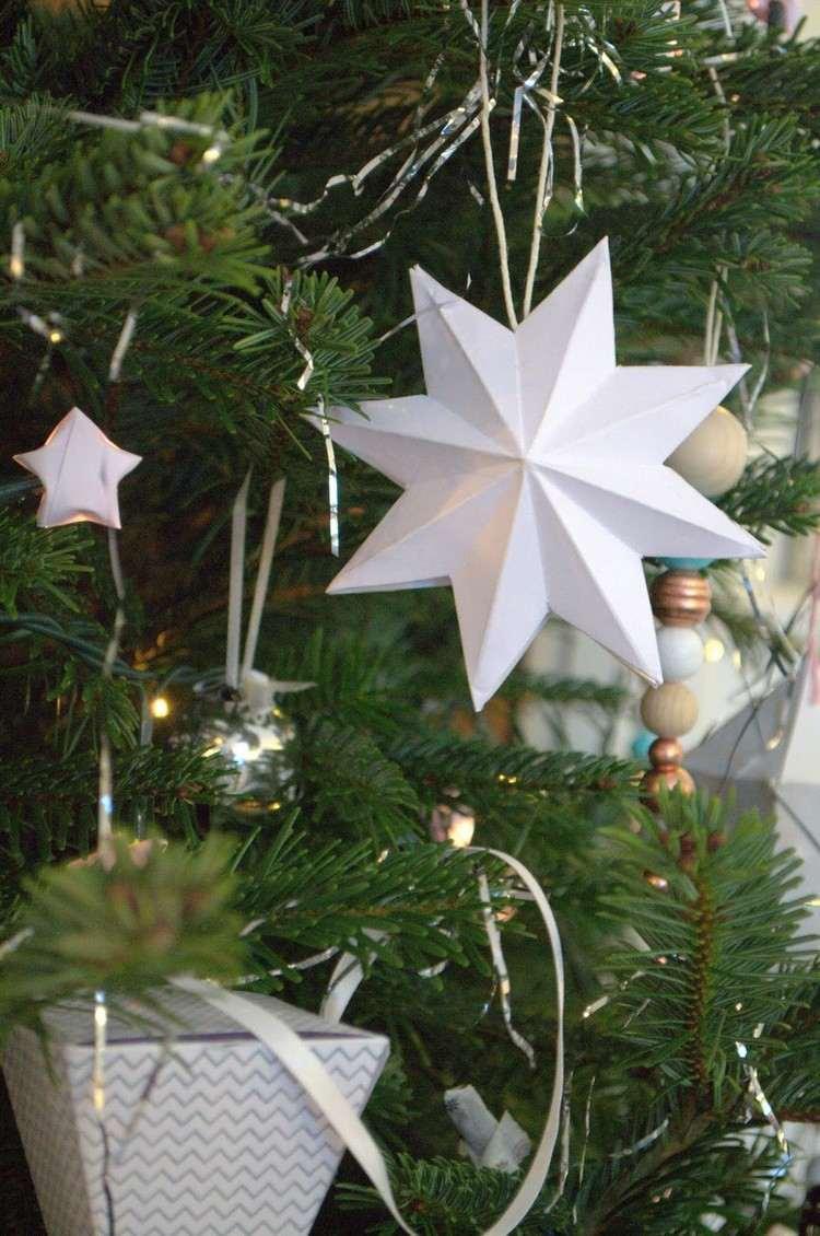 Звезды из белой бумаги на новый год
