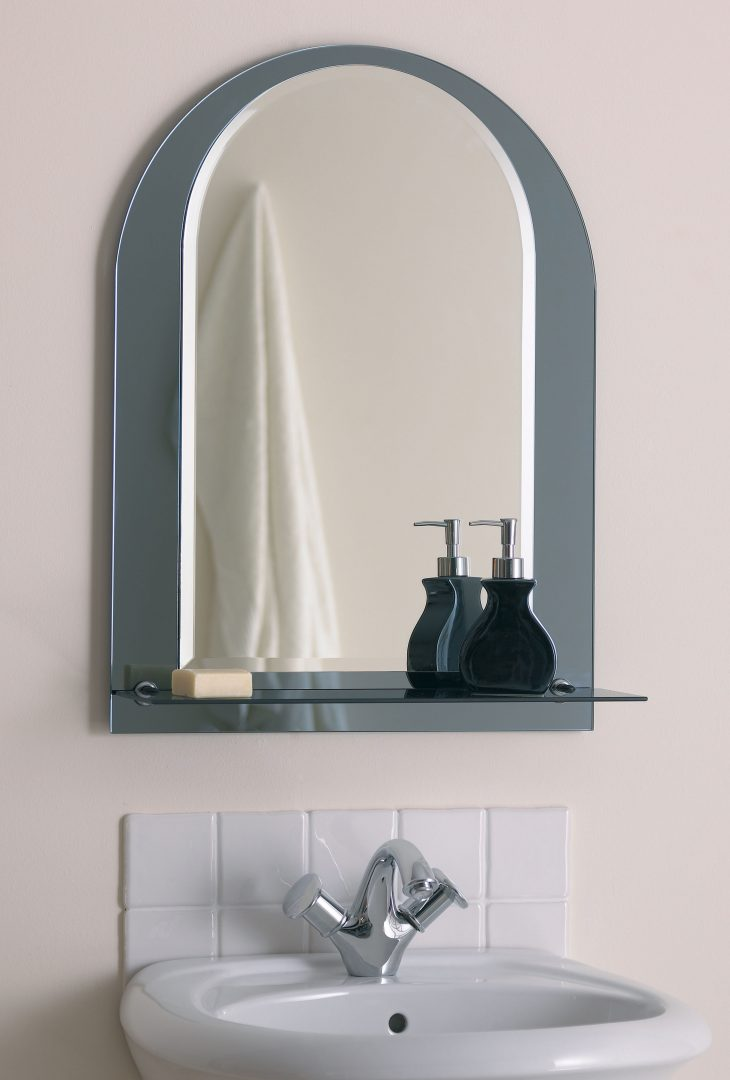 Зеркало в ванную арочное