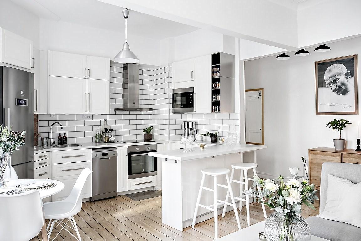 Дизайн маленькой кухни белой