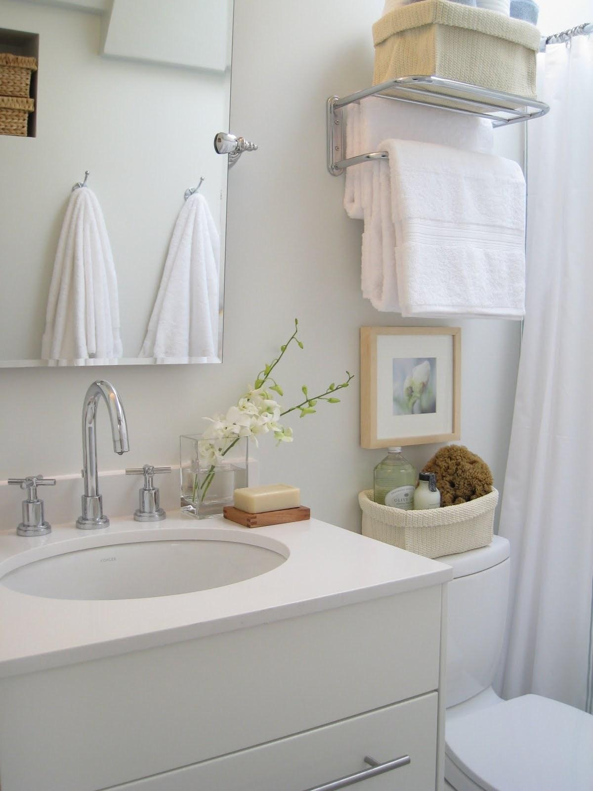 Маленькая ванная комната белая