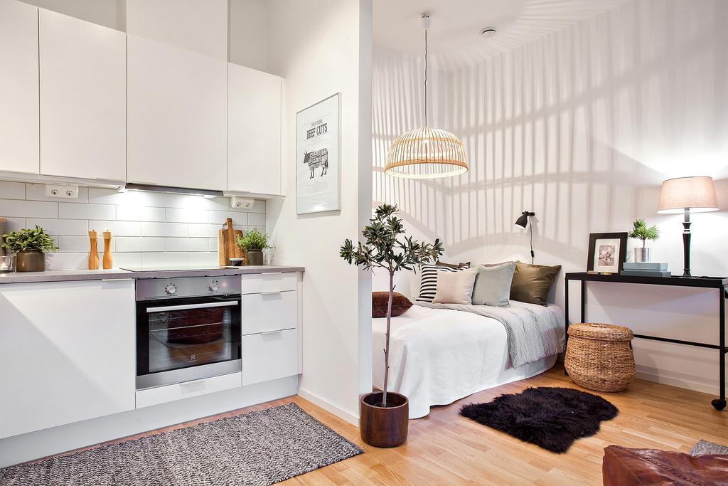 Спальня в однокомнатной квартире белая
