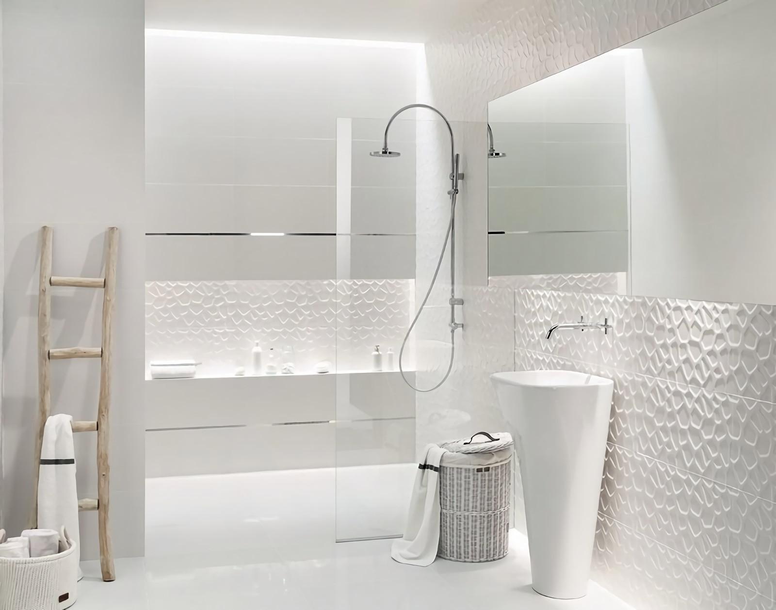 Идеи дизайна маленькой ванной белой