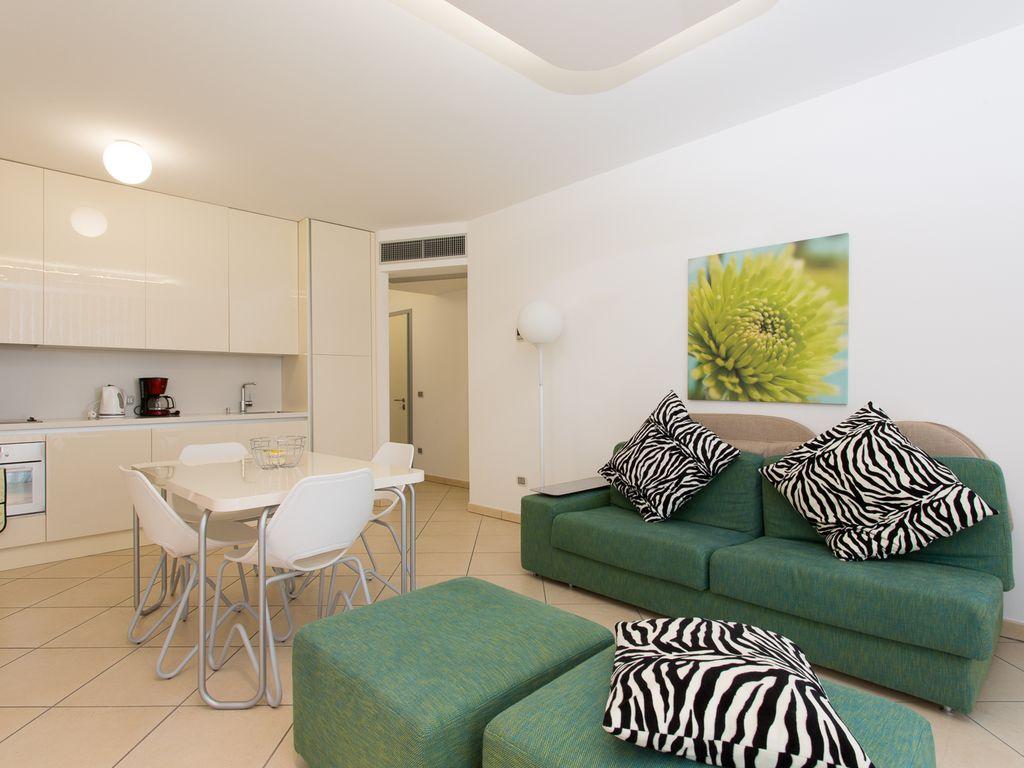 Дизайн однокомнатной квартиры белый