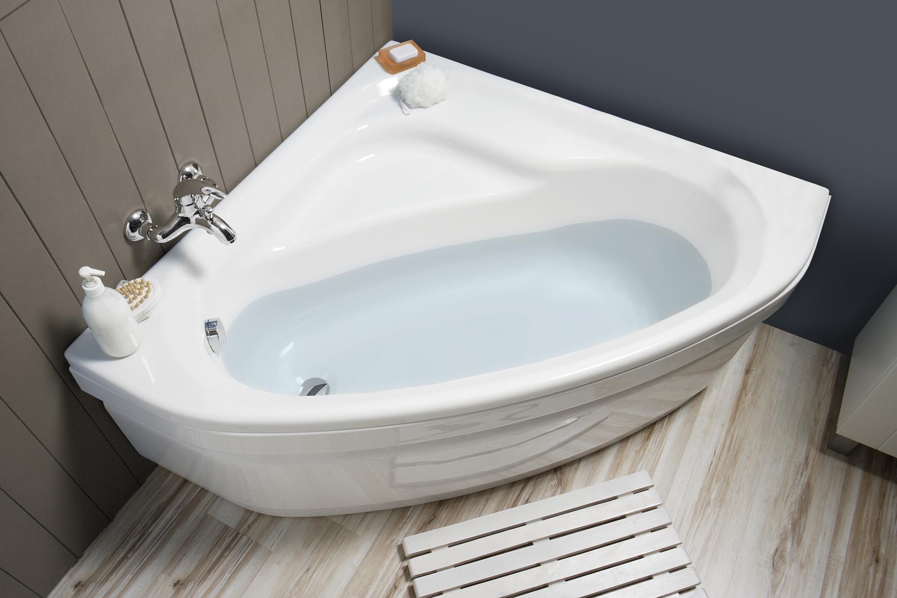Угловая ванна белая
