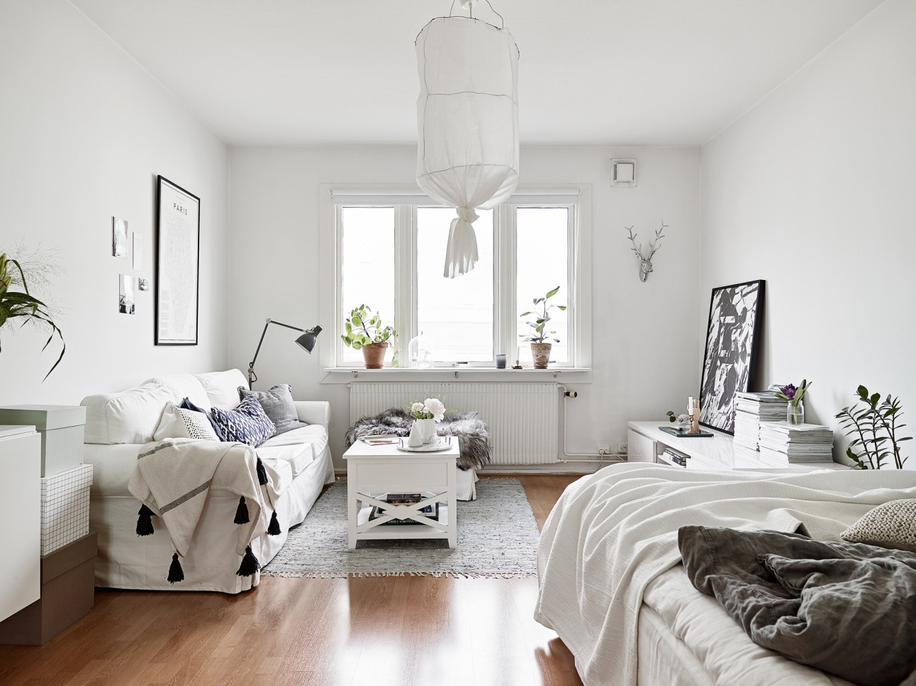 Интерьер квартиры студии белый