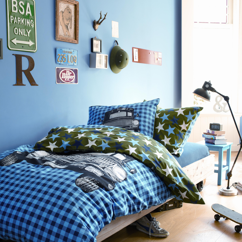Детская комната для мальчика с постельным бельем
