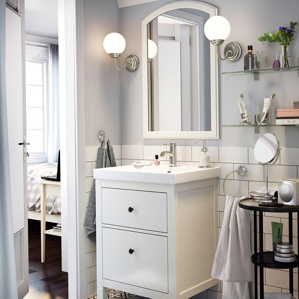Зеркало в ванную в белой раме