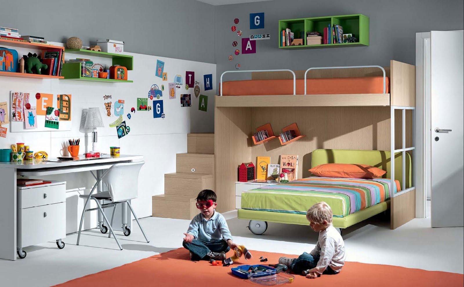 Детская комната для мальчика с кроватью чердаком