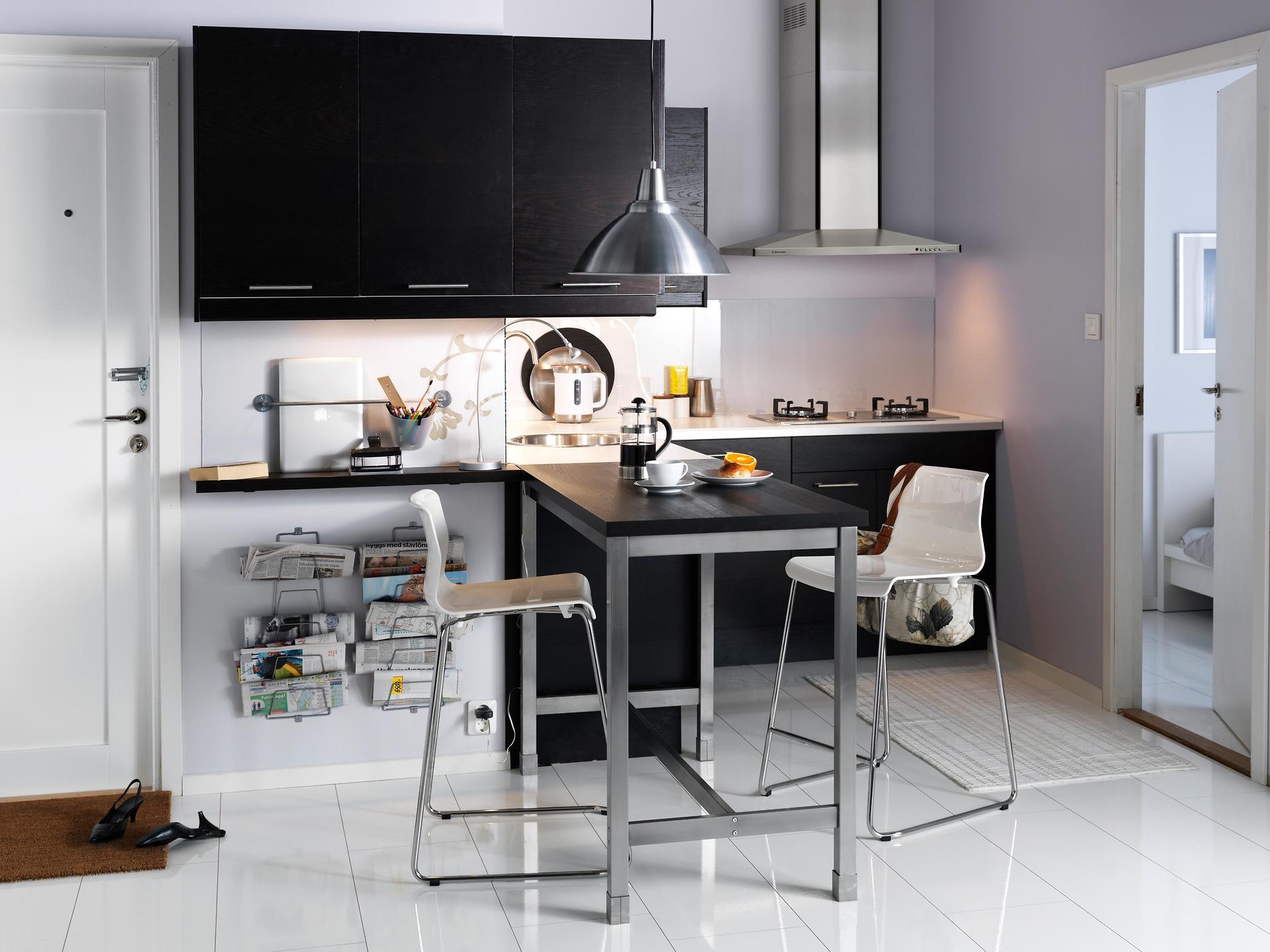 Дизайн маленькой кухни черной