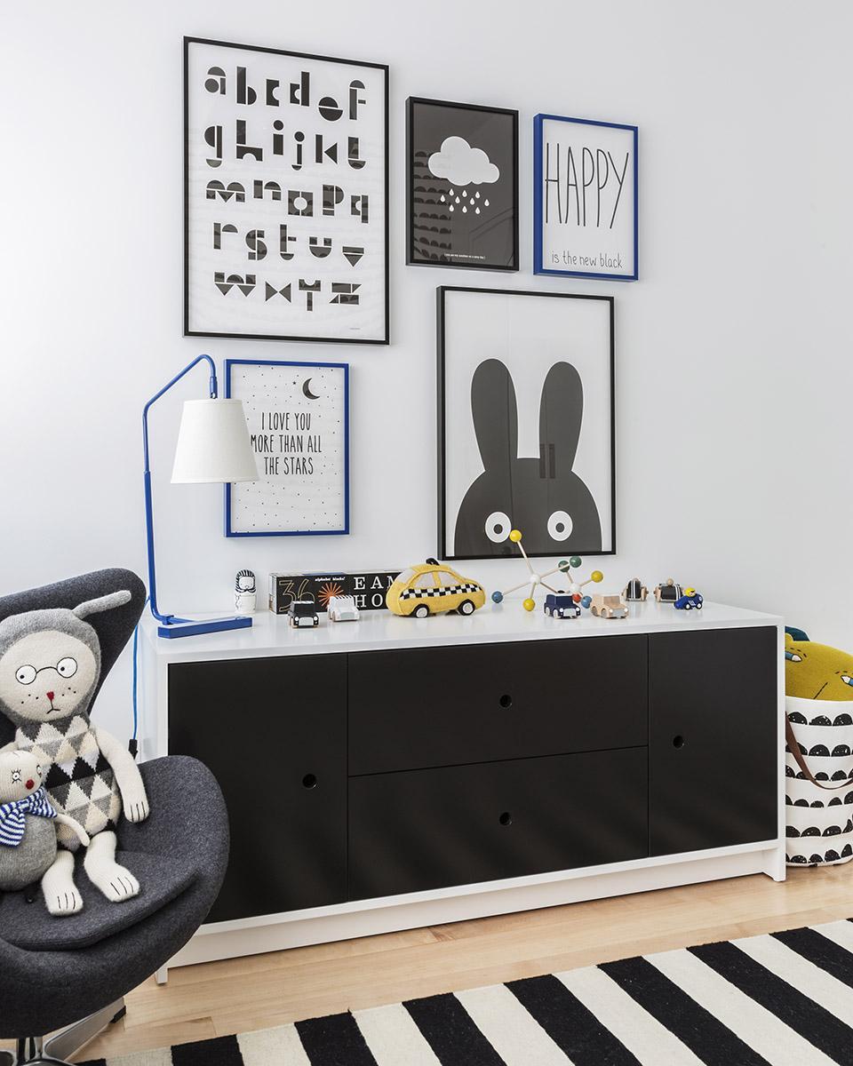 Детская комната для мальчика черно-белая