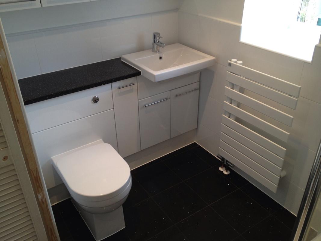 Ванная 4 кв м черно-белая