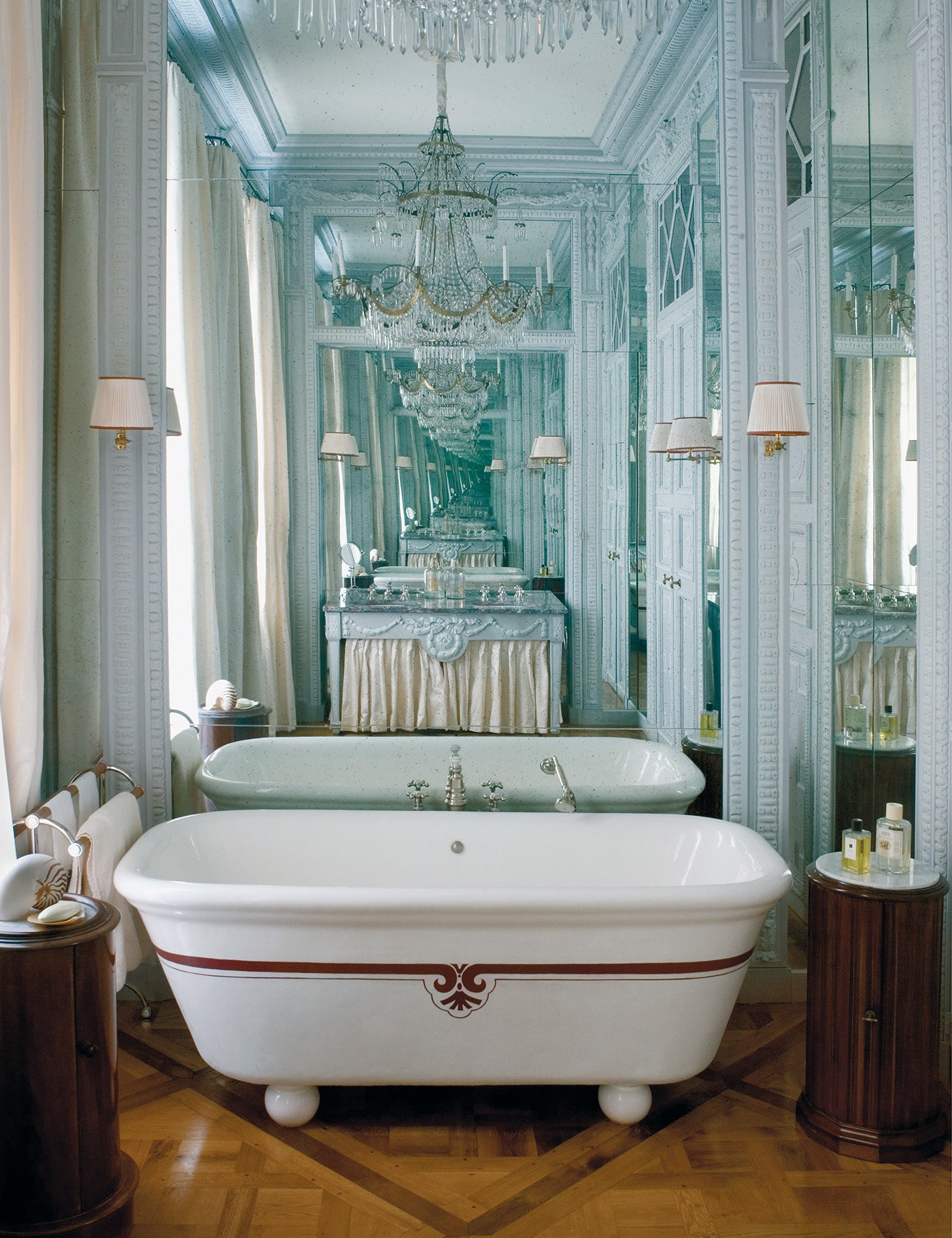 Зеркало в ванную классическое