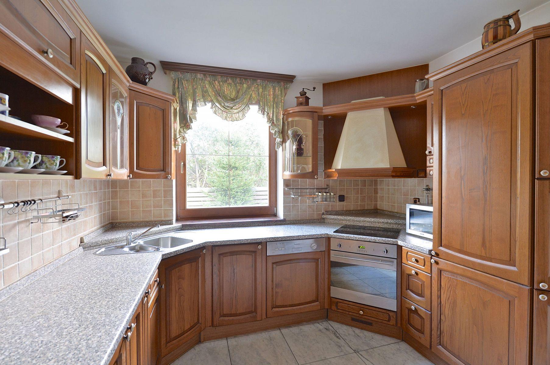 Кухня 9 кв м классическая