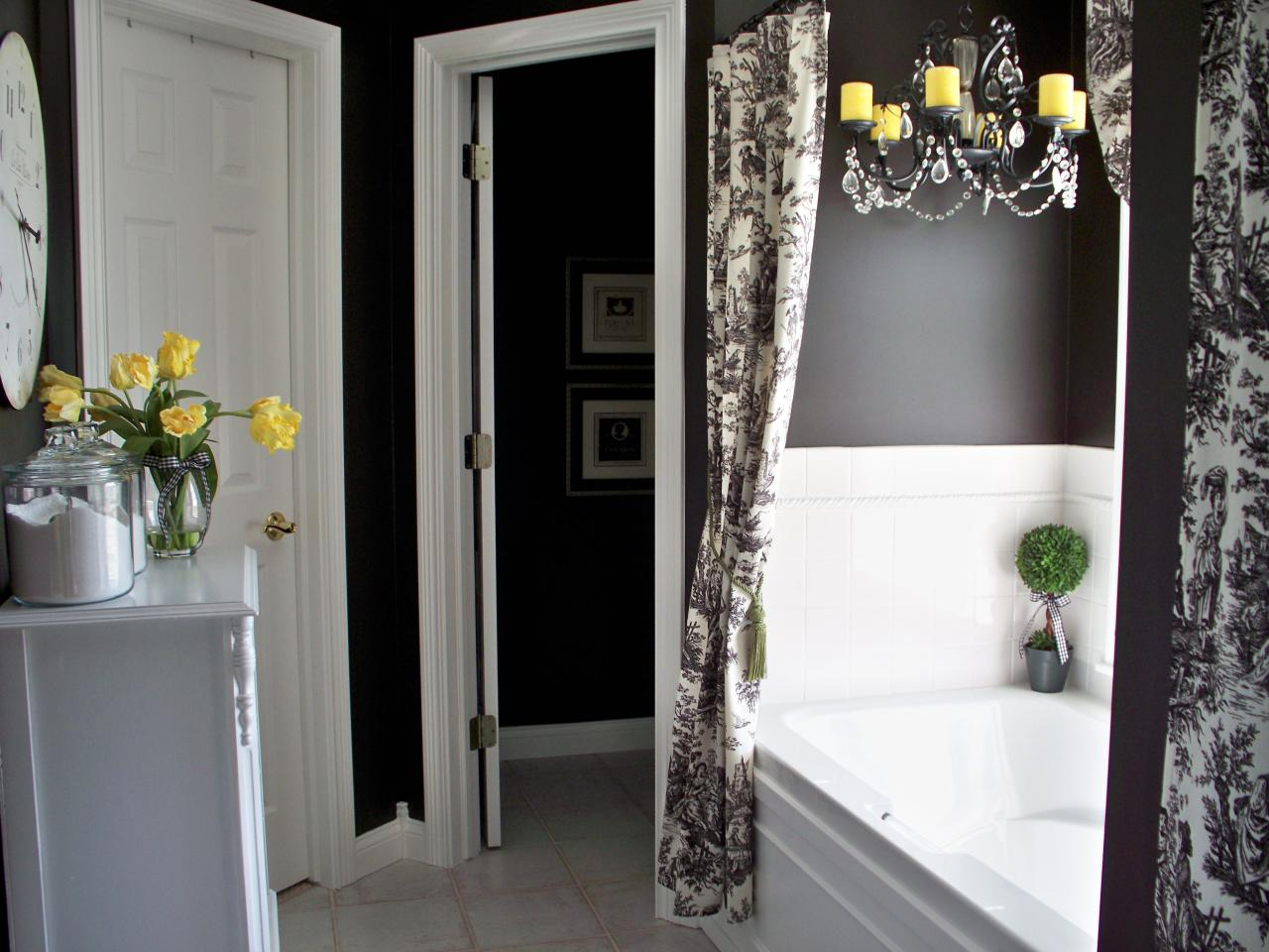Черно-белая ванная классическая