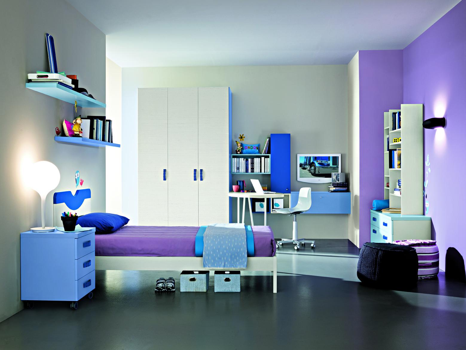 Детская комната для мальчика фиолетового цвета