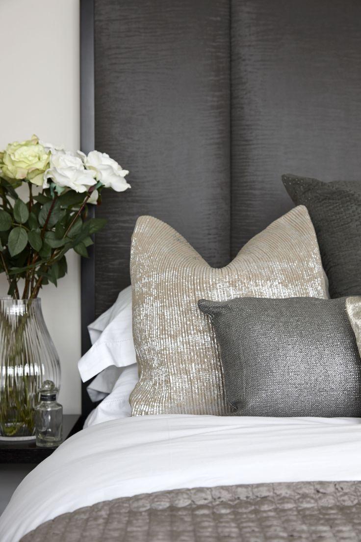 Маленькая спальня с декором