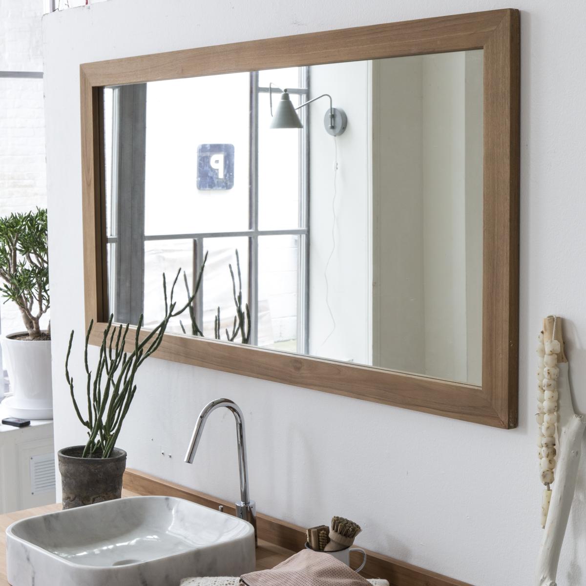 Зеркало в ванную в деревянной раме
