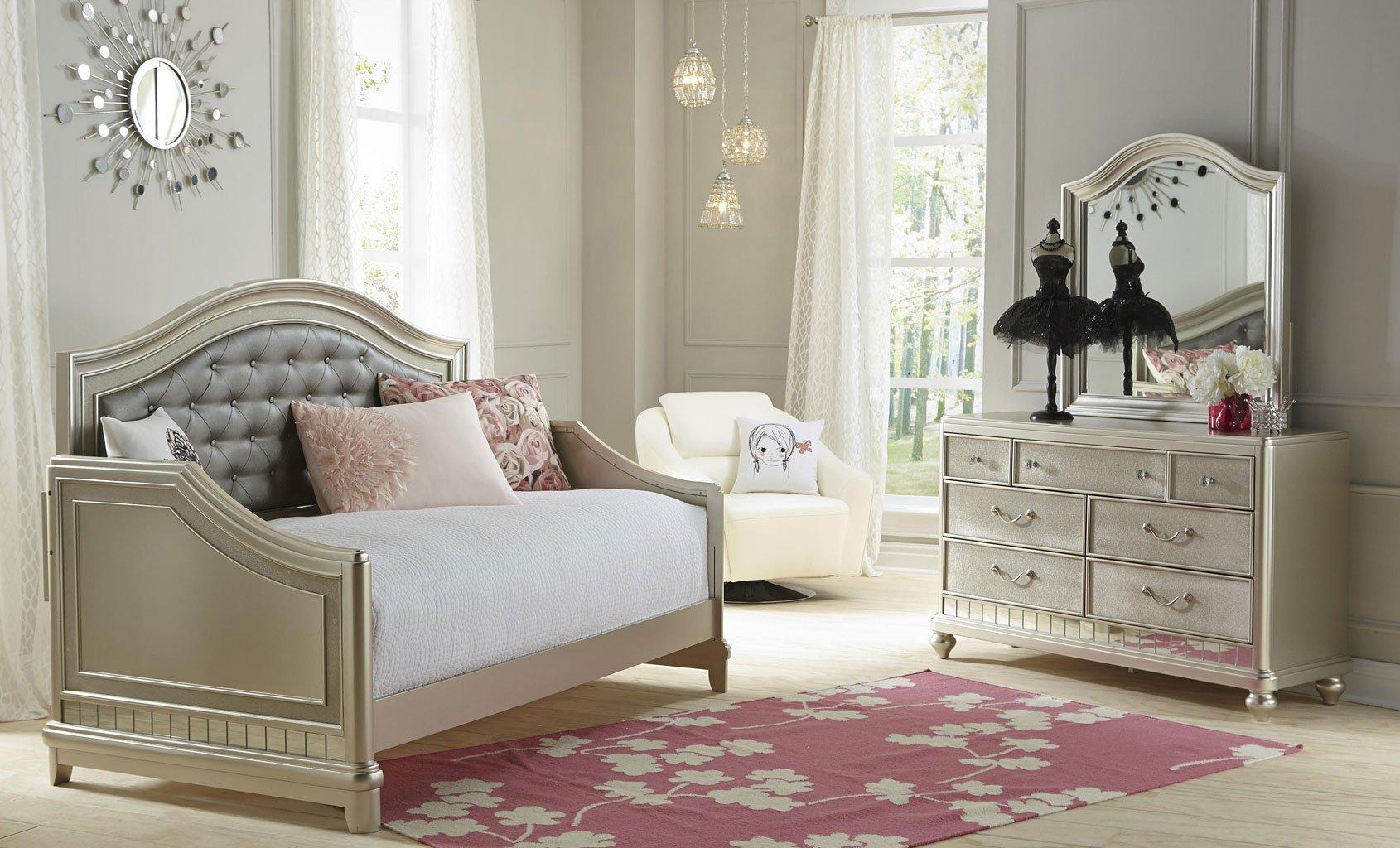 Детская комната в стиле прованс с диваном кроватью